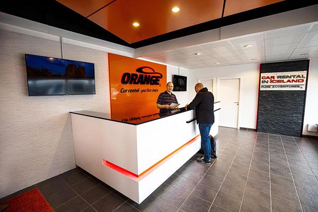 В настоящее время многие фирмы пользуются сервисом call - центров для того, чтобы общаться с потребителями